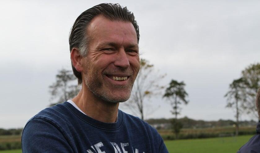 Trainer Ron Klein en Zwartewaal hebben nog een theoretische kans op nacompetitievoetbal.  (Archieffoto: Wil van Balen).
