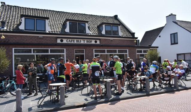 Zaterdag werd een sponsorfietstocht, georganiseerd door 'Team Westland tegen ALS', verreden vanaf café 't Hof in Honselersdijk.