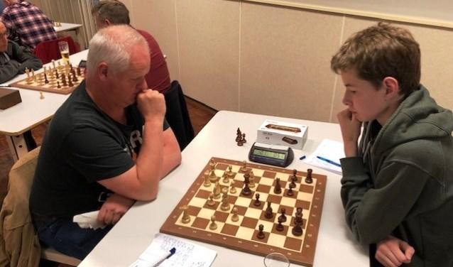 Opperste concentratie tijdens de eerste ronde van het Schaakkampioenschap Goeree-Overflakkee.