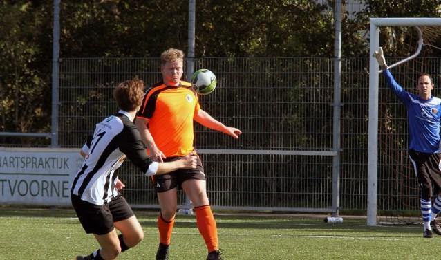 Dave Leurs scoorde voor Rockanje in de met 0-6 gewonnen uitwedstrijd bij FIOS In Achthuizen. (Archieffoto: Wil van Balen).