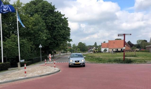 Het is nog wennen op de nieuwe kruising Spaanse weg-Smalle Einde (foto Dorien Kickert)