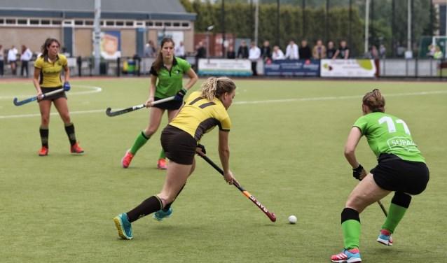 De dames van Spijkenisse hadden zondag geen kind aan het Delftse Scoop. De ploeg van Harry van den Brink won met 4-0.
