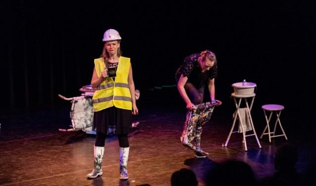 De Rabo Publieksprijs van seizoen 18/19 gaat naar het piepjonge cabaretduo Anne & Lisa.