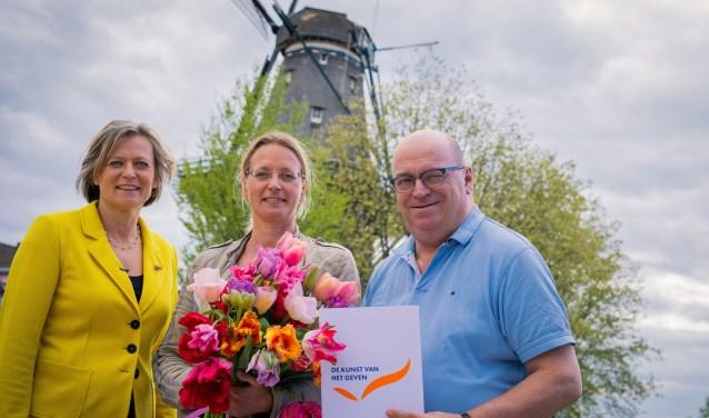 Adriana Esmeijer, dir. Prins Bernhard Cultuurfonds, Nicole Bakker, dir. en Leo Endedijk, hoofd belangenbehartiging van De Hollandsche Molen.