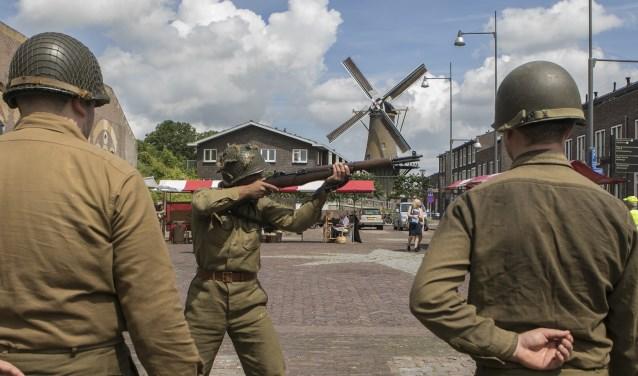Voorne in Stelling trok ondanks het onstuimige weer veel bezoekers Foto:  © GrootHellevoet.nl