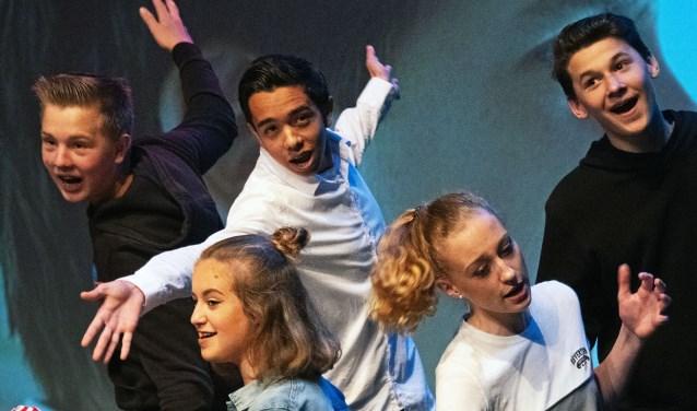 De toneelgroep van Stichting Push zette een geweldige voorstelling neer (Foto: Jos Uijtdehaage)