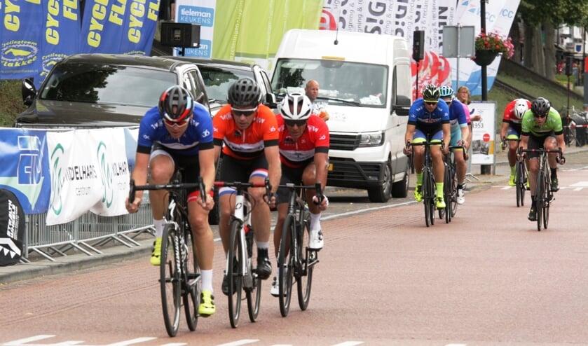Koos Moerenhout aan de leiding, gevolgd door latere winnaar Erik Dekker en Mathieu Hermans (Foto Fred Götzenberger).