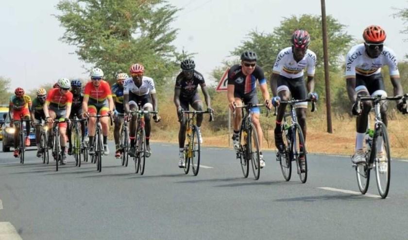 Dennis Ruijgt attent in derde positie tijdens een etappe van de Tour du Senegal in 2018.