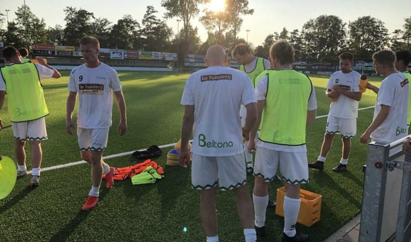 Van de twintig door trainer Johan Voskamp uitgenodigde spelers waren er zeventien aanwezig bij de eerste training op 16 juli.
