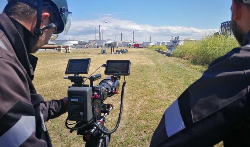 Regisseur/cameraman Willem Berents tijdens de eerste opnames op het terrein van BP https://vimeo.com/346070778