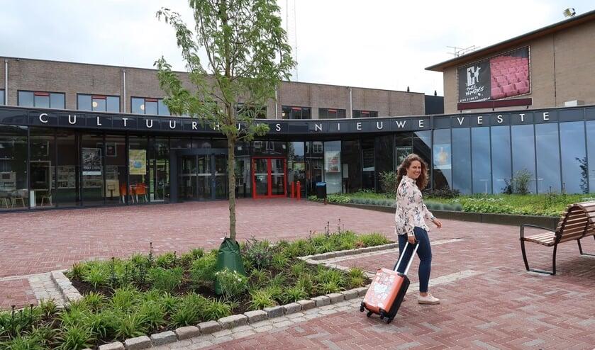 Piloot Daphne voor 'vertrekhal' Cultuurhuis Nieuwe Veste in Hellevoetsluis. Daphne is ready for Take Off!