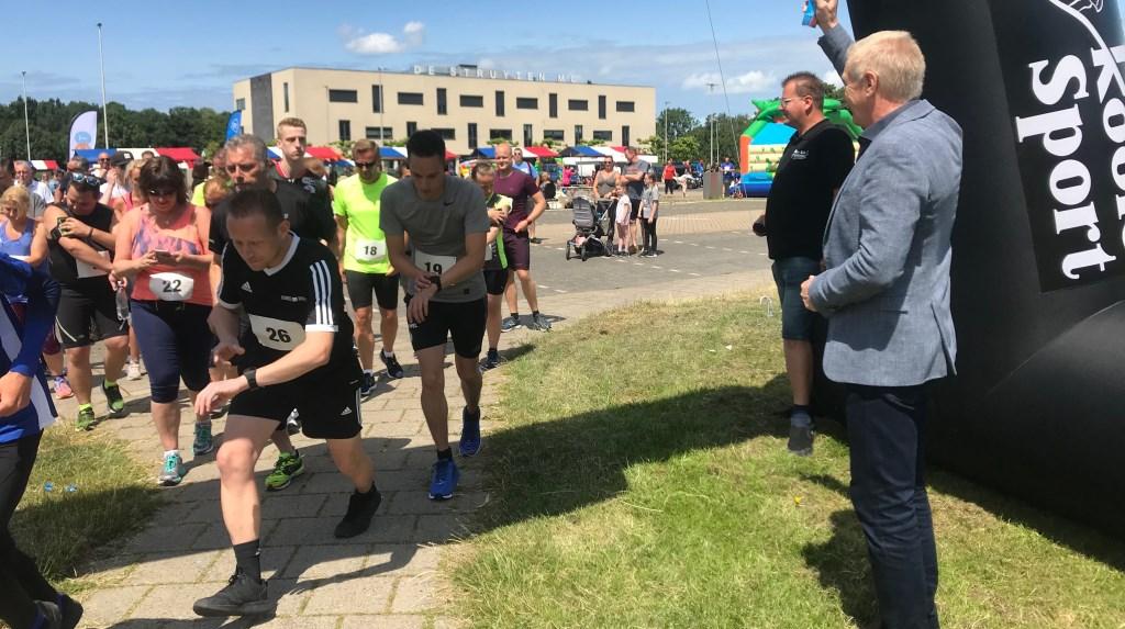 Er is zo'n €5000,- opgehaald dankzij de sponsors van de loop  © Voorne-putten.nl