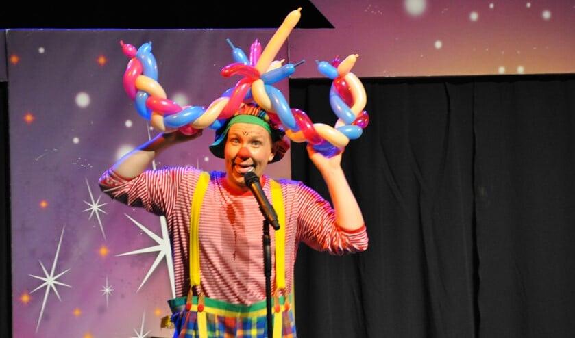 Clown Babello geeft workshops en leert je leuke dingen.