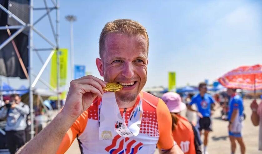 Wout Roos, werkzaam als plv wachtcommandant bij de Gezamenlijke Brandweer en vrijwilliger bij de VRR, wint twee keer goud.