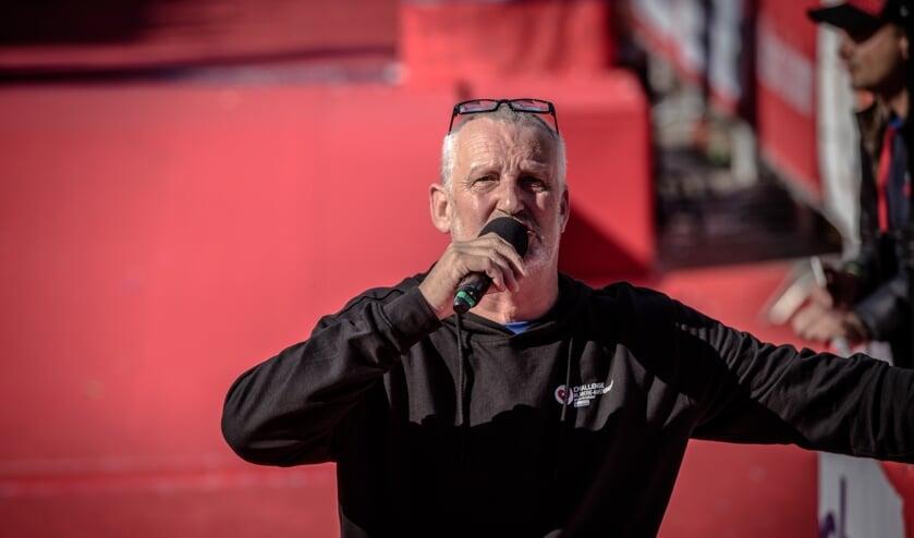 Ruud de Haan, hier als speaker aan het werk tijdens een triathlonwedstrijd, komende week te horen bij Eurosport. (foto:Andre Kwakernaat)