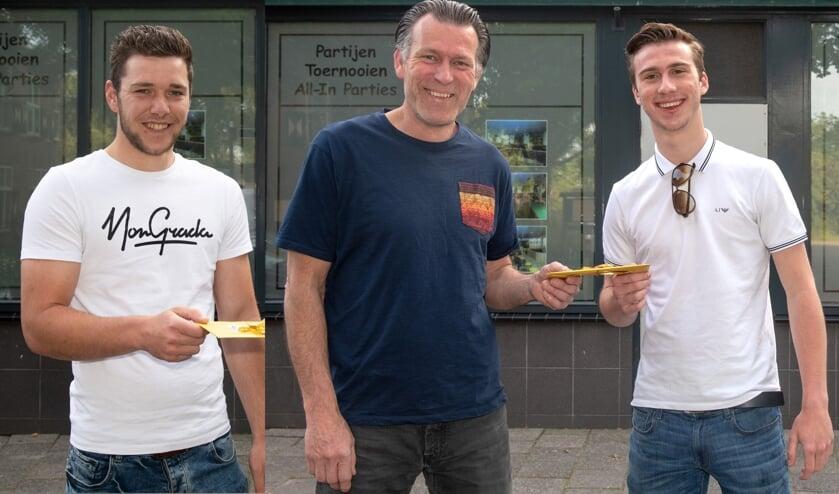 In het afgelopen seizoen wonnen Sven Groenenboom (l) en Boy Stolk de voetbalklassementen van deze krant. (Archieffoto: Wil van Balen).