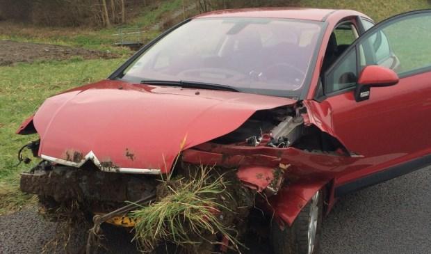 De auto is bij het ongeval van de rijbaan geraakt