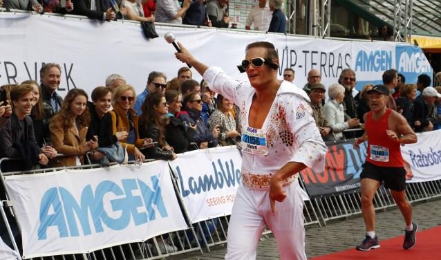 Elvis loopt ook mee. Foto: Wijnand Nijs © BredaVandaag