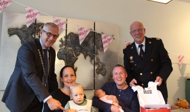Hoog bezoek voor de kleine Esmee als voorbeeld voor alle andere kinderen en (brand)veiligheid