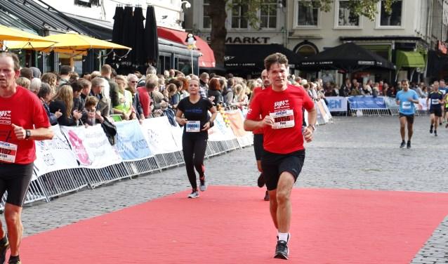 Burgemeester Paul Depla loopt de halve marathon. Foto: Wijnand Nijs © BredaVandaag