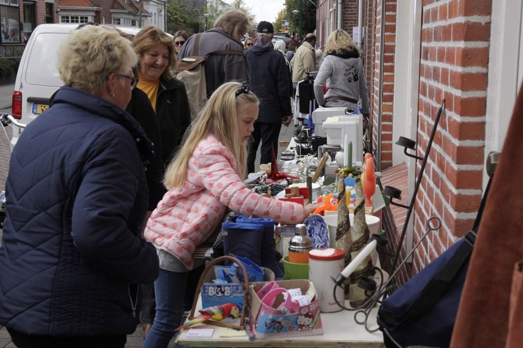 De inwoners van Ossendrecht openden hun garagedeuren. Foto: Humphrey Hekhuizen © Internetbode