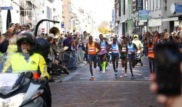 De kopgroep op de halve marathon. Foto: Wijnand Nijs © BredaVandaag