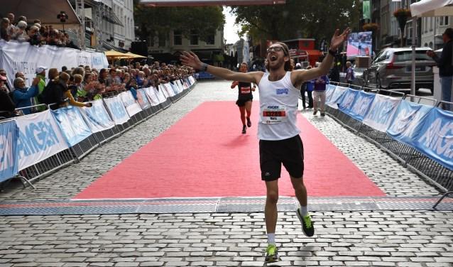 Winnaar Mels Lambregts op de tien kilometer. Foto: Wijnand Nijs © BredaVandaag