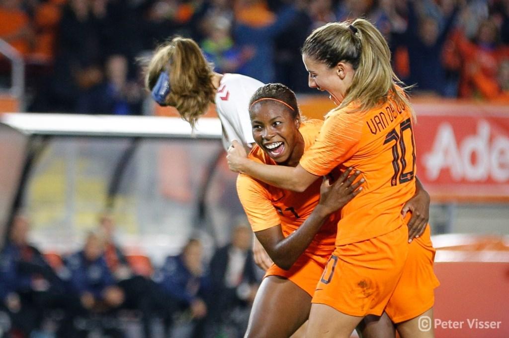 De Oranje Leeuwinnen versloegen Denemarken met 2-0, vrijdag 5 oktober in het Rat Verlegh Stadion.