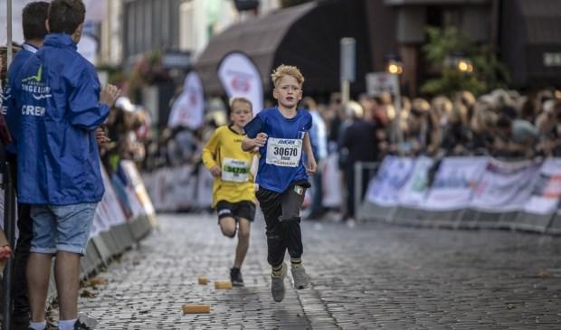 De familieloop tijdens de Singelloop 2018.