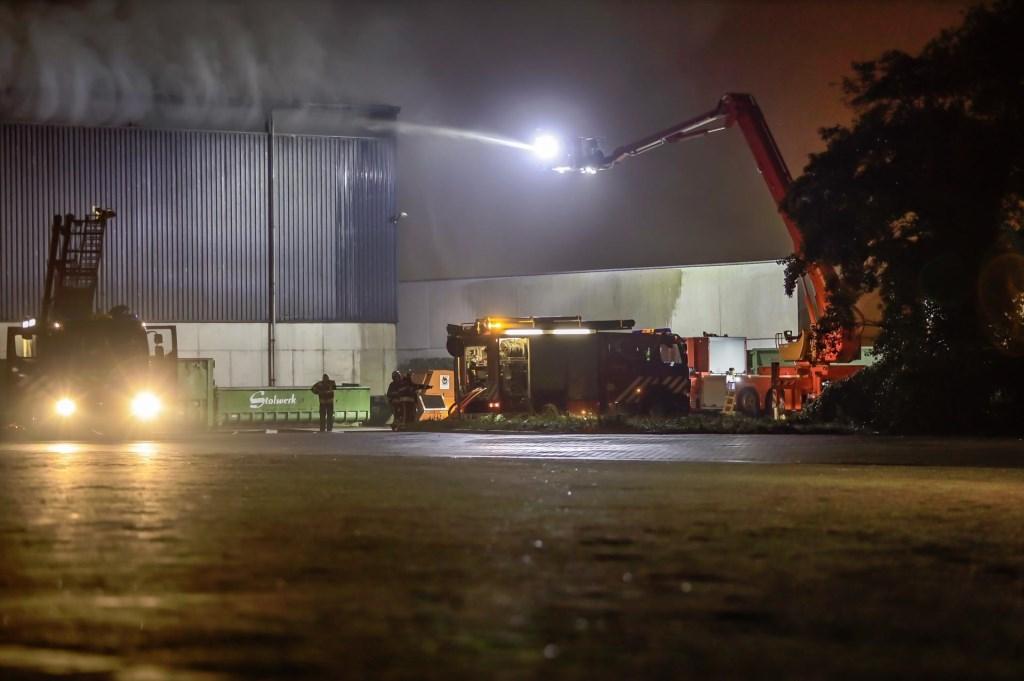 Brandweer in actie bij de brand aan het Hazepad in Breda.