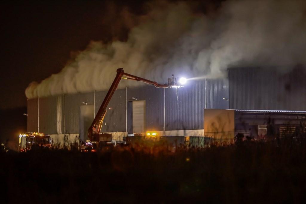 Brand in een loods bij het Hazepad. Foto: Marcel van Dorst/SQ Vision © BredaVandaag