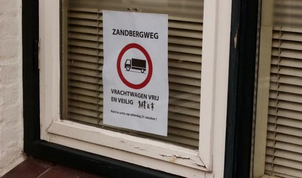 Inwoners Zandberg ondernemen actie tegen vrachtverkeer
