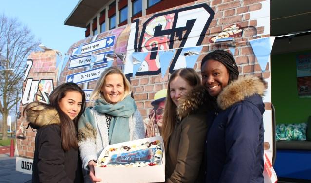 De nieuwe jongerenbus met naam 0167bus zal voortaan in iedere kern van gemeente Steenbergen te zien zijn.
