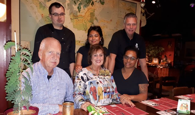 Het team van restaurant Bandoeng.