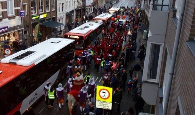 De bussen verstoren de intocht van Sinterklaas in 2017