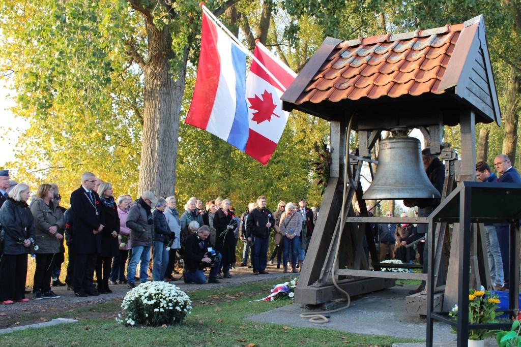 Een paar dagen later vond opnieuw een herdenking plaats aan de Canadezenweg met burgemeester Van den Belt Foto: Claudia Koole © Internetbode