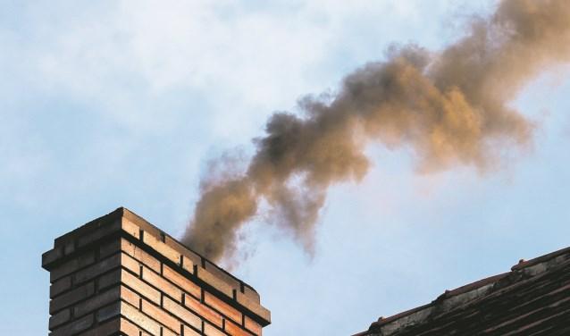 Longfonds: 'Houtstook zorgt lokaal voor veel vieze lucht en zorgt voor gezondheidsschade.'