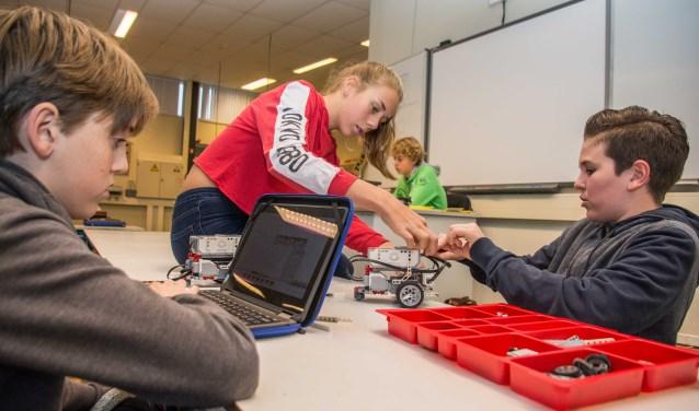 Leerlingen van het Roncalli laten zich in de First LEGO League van hun allerslimste kant zien.