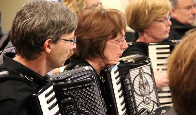 Het duurt wel enkele jaren voordat een beginnende muzikant in het orkest van Con Amore kan meespelen.