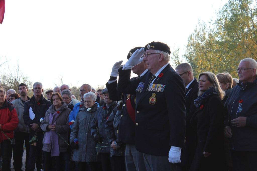 Er vond een gelijktijdig luiden van de Welbergse klok met de Ceremonial Bell van het Canadese SALH regiment in Canada plaats Foto: Claudia Koole © Internetbode