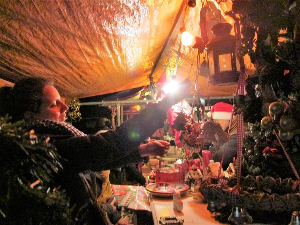 Er kwamen veel mensen op de eerste kerstmarkt van het jaar af.  Foto: Ties Steehouwer © Internetbode