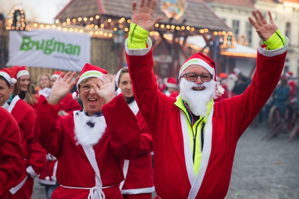 'Kerstmannen' rennen voor het goede doel.  Foto: Luciennefotografie © Internetbode
