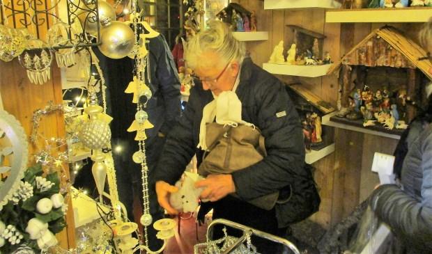 Er kwamen veel mensen op de eerste kerstmarkt van het jaar af.