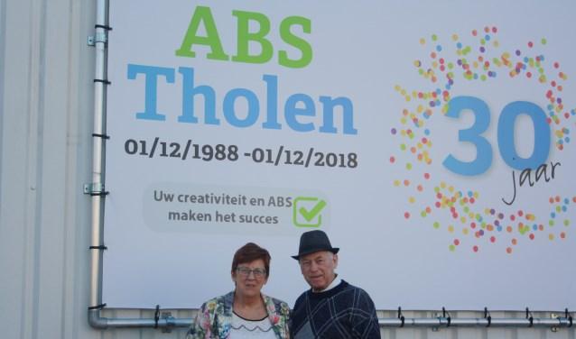 Adrie en Henk de Ruiter vieren het dertig jarig bestaan van ABS Tholen. FOTO FRITS SIMONS