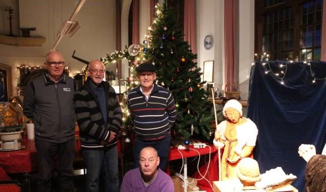 Het trouwe team van De Holle Roffel dat honderden kerststallen opzet voor de traditionele Kerststallentocht in Kruisland