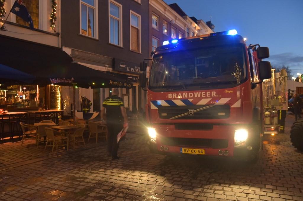 Brandweer is aan het blussen. Foto: Tom van der Put / SQ Vision © BredaVandaag