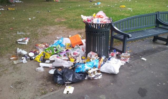 Overvolle afvalbak