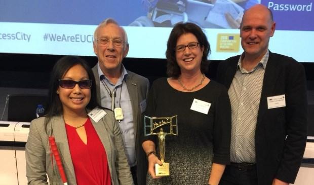 De Bredase delegatie met de prijs.