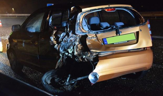 De auto's raakten zwaar beschadigd.