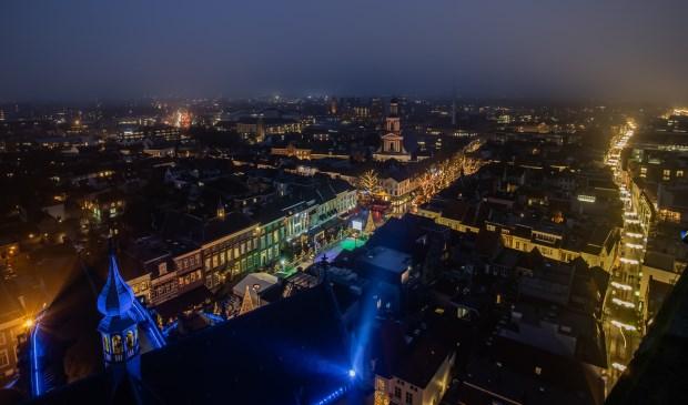 De Bredase binnenstad is sfeervol verlicht.